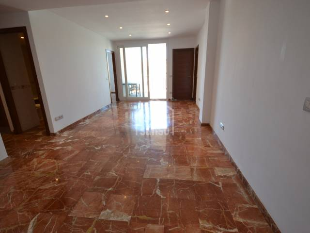Seconf floor flat in Ciutadella centre.