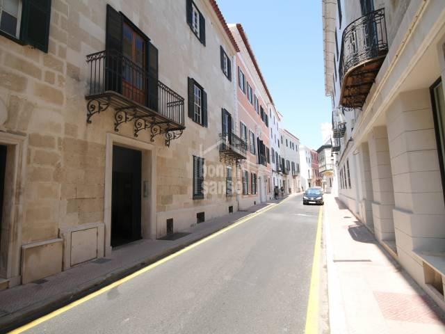 Local en primera planta en calle Isabel II, Mahón, Menorca