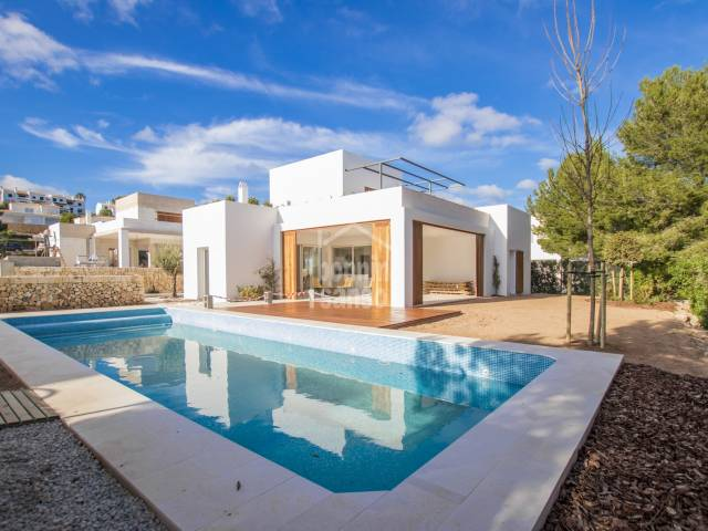 Promotion Sa Tamarells built in the prestigious urbanization of Coves Noves, Menorca