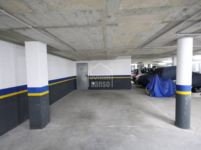 Plaza de parking y trastero en Mahón