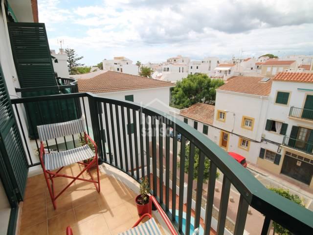 Apartamento de dos dormitorios con piscina comunitaria en Es Castell, Menorca.