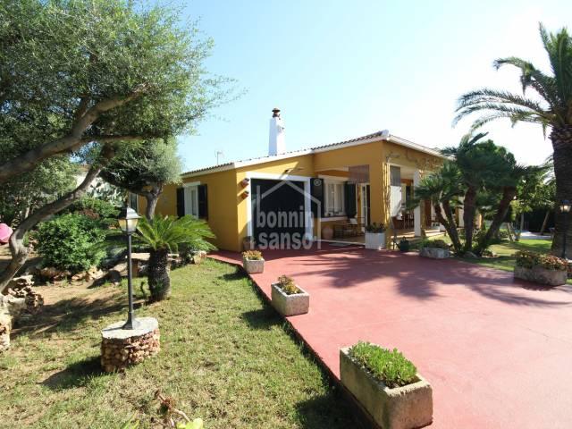 Front, Garden - Charming and cozy villa in Cales Piques, Ciutadella, Menorca