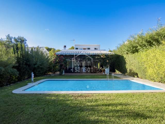 Chalet con piscina en la costa sur de Menorca