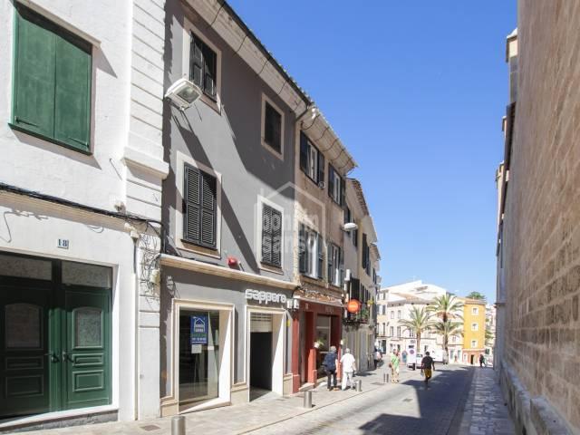 Magnifico edificio comercial en el centro de Mahón -Menorca-