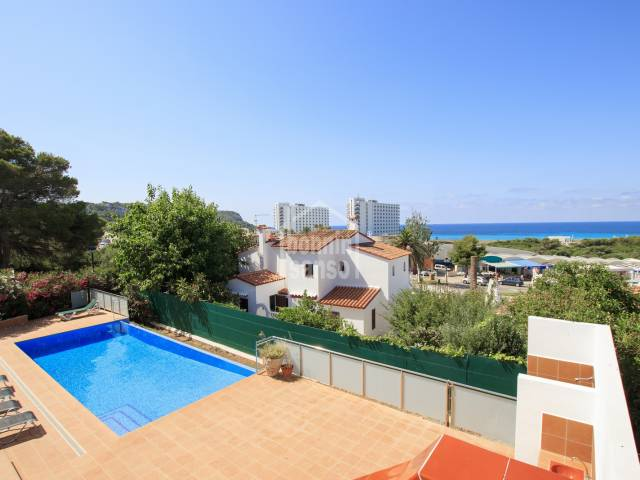 A spacious villa with 4 bedrooms, pool and sea views in Son Bou, Menorca.
