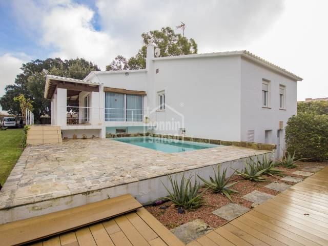 Swimming Pool, Front, Garden - Großartige Immobilie Landhaus mit Stil, Sa Caleta, Ciutadella, Menorca.