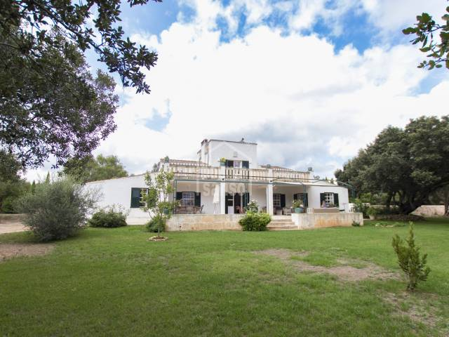 Charming country house near the village of Alaior, in an area of ​​great scenic interest . Menorca
