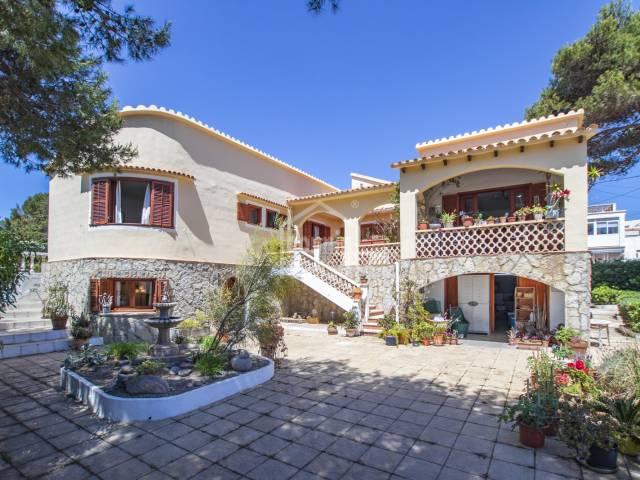 Magnificent villa with annex in Punta Prima, Menorca