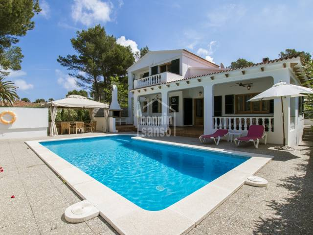 Inmaculado chalet con extensas terrazas y piscina,  ubicado en la maravillosa zona de Son Parc, Menorca