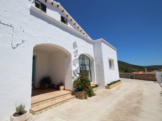Amplia, luminosa casa de campo con bovedas y magnificas vistas panoramicas a la ciudad de Ferrrerias
