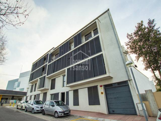 Modern ground floor apartment in Mahon. Ideal for an investor or for all year living.
