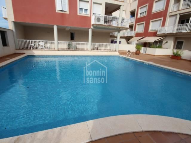 Hermoso dúplex con parking y piscina en Es Castell, Menorca.