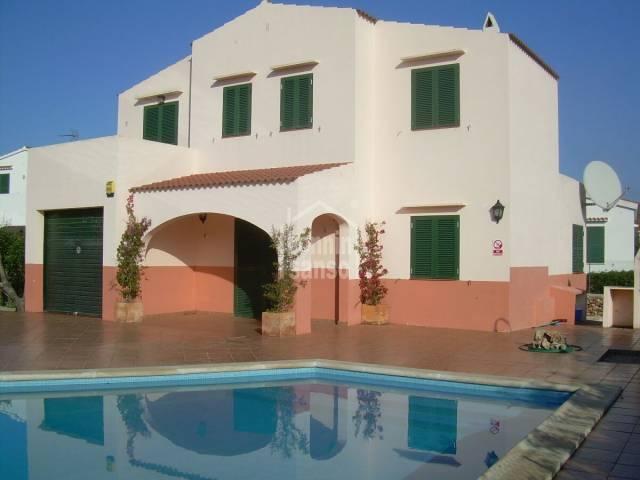 Bella villa di 108m² e 405m²  di giardino con piscina.