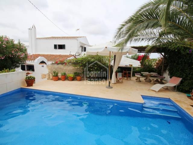 Adorable casa adosada en el caserío de Torret, en Sant Lluís. Costa sur de Menorca.