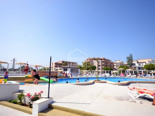 Apartamento en 6ª planta, edificio en primera línea, solo 20 metros de la playa de S'illot, Mallorca