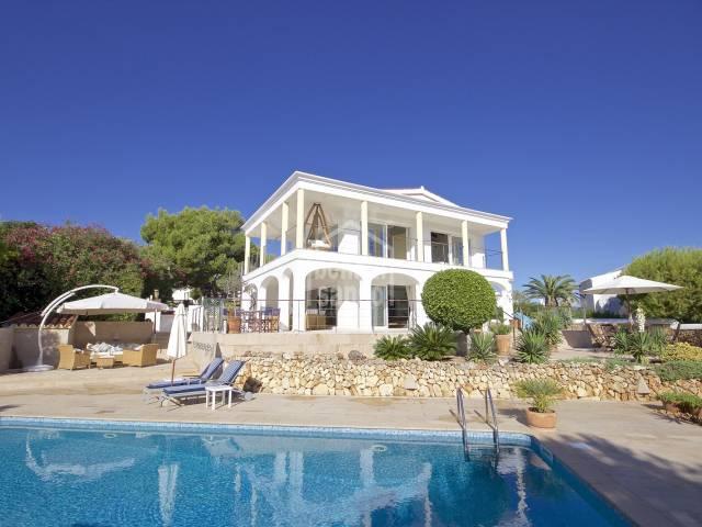 Vistas espectaculares de mar desde esta magnifica casa en Addaya, Menorca