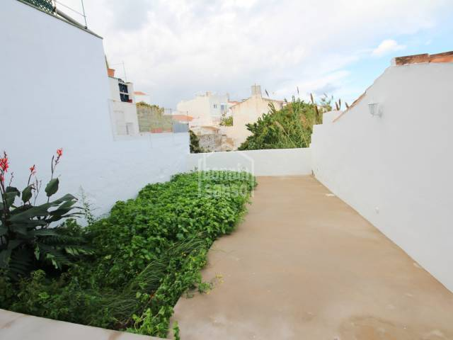 Ground floor apartment, totally refurbished, with a patio and a basement, in the centre of Mahon, Menorca.