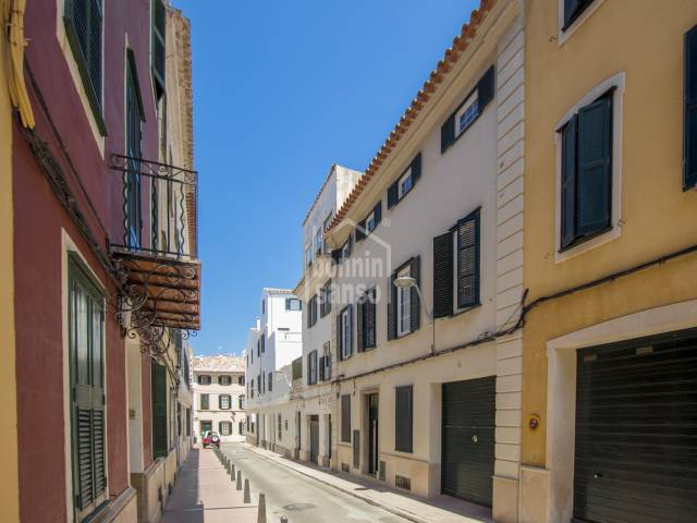 Building with 3 apartments in the heart of Mahon