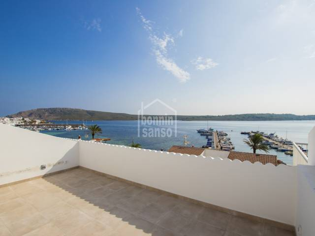 En Fornells, Menorca, magnífica casa adosada tipo dúplex con vistas al mar