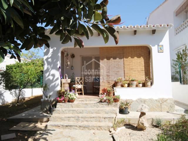Casa ideal para disfrutar de las vacaciones en verano, a solo 2 minutos de la playa de Punta Prima