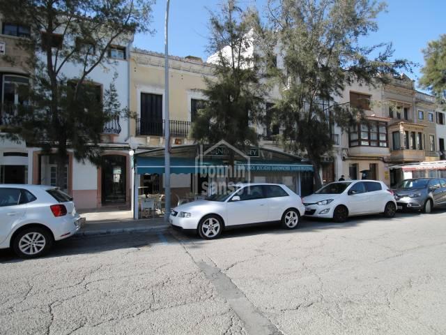 EN TRASPASO. Bar Cafetería en la Plaza Explanada de Mahón, en Menorca.