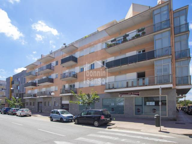 Sunny and modern third floor flat with lift in Mahon, Menorca