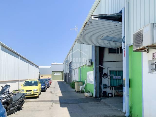 Nave industrial en el polígono de Sant Lluís, Menorca