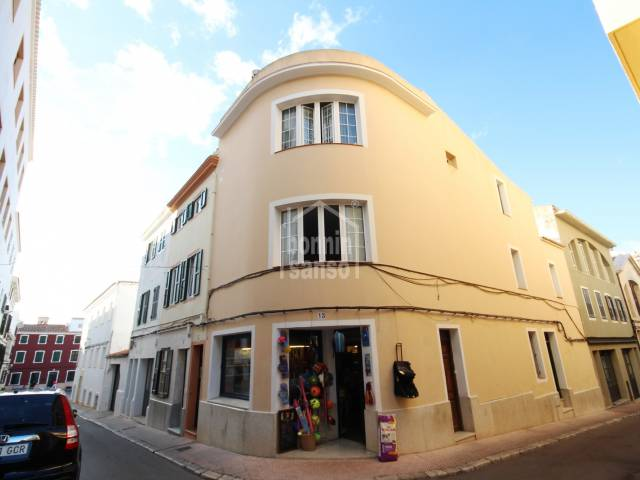 Duplex with commercial space on the ground floor in Mahon